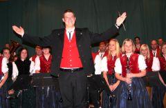 Mit rauschendem Beifall wurde Martin Schmidt als Dirigent der Trachtenkapelle Häg-Ehrsberg beim Jahreskonzert verabschiedet. Foto: Rümmele